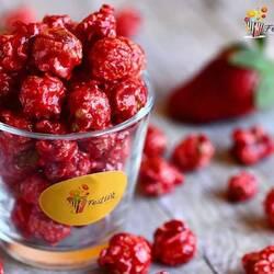 Gerçek meyve parçacıkları ve karamel bir arada✨✨ Çilekli Popcorn🍿👉Bilgi ve sipariş için #dm👈  Mutluluk üretiyoruz 😊  #popcorn #festiva #festivagıda #caramel